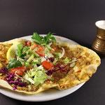 Türkische Pizza mit Salat & Ayran
