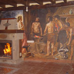 "Pintura mural ""La Fragua de Vulcano"" en un salón. Reproducción de pintura de Velazquez. Pintura acrílica."