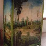 Armario vintage renovado mediante la pintura al óleo.