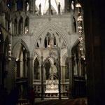 Bild 6-103 - Die Kathedrale ist 102 Meter lang, 50 Meter breit (unter Einbeziehung des Querschiffes) und in der Gewölbespitze 21 Meter hoch