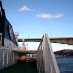 Bild 12-227 - Die Brücken sind oft knapp so hoch wie die Schiffe