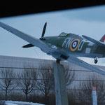 Bild 14-265 - Vorbei am Militärflughafen