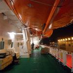 Bild 1-05 - Ein beruhigender Anblick: Rettungsboote (auf Deck 5)