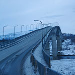 Bild 14-271 - Saltstraumen - Brücke über den 2,5 Kilometer langen und etwa 150 Meter breiten Sund zwischen den Inseln Straumen und Straumøy