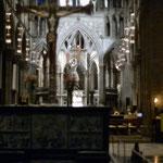 Bild 6-107 - Im gotischen Langschiff mit dem Türmen ist der Chor