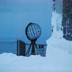 Bild 18-347 - 71 Grad 10 Minuten 21 Sekunden - Die Nordkapp-Weltkugel