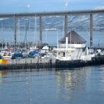 Bild 12-238 - Tromsoe, eine Hafenstadt mit weitgespannter Brücke