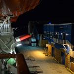 Bild 8-159 - Immer wieder öffnet und schliess sich das Schiff in den Häfen, wie eine Auster, auch nachts