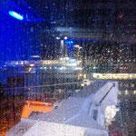 Bild 16-308 - Regen klop0ft ans Fenster