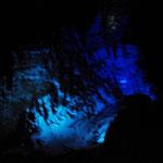 Bild 19-365 - Eine bizarre Felsformation - in allen Farben angestrahlt