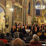 Der Chor ist in drei Etappen eingezogen.