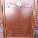 Ehrentafel eines Schützenvereins zur jährlichen Eintragung der jeweiligen Schützenkönige.