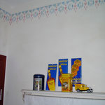 Schablonenmalerei in einer Küche.