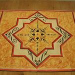 Fertige Malerei zeittypischer geometrischer Muster, auf Eichendielen gemalt
