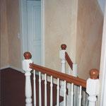 Der Teppichboden und die Farbgebung des Handlaufs wurden auf die Wandfarben abgestimmt.