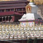 Succession de stupas