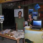 Am Infostand informieren österreichische und türkische Kollegen gemeinsam Touristen