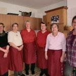 Foto: Bernhard Smit  / Die Servicedamen: Herma Theile, Grete Karper, Heike Köster, Jannette Forden, Erika Harke, Renate Kaput