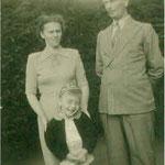 © Hans Rudolph  /  mit seinen Eltern 1953