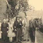 © Hans Rudolph   /  und Tochter van Mark mit Hermann Hippen und Familie Wagner ca. 1950