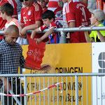 Pep Guardiola hat wohl keine Lust Autogramme zu geben...