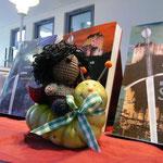 Und hat Lexi mitgebracht! Der kleine Ronan war gleich ganz verliebt in Lexi, sogar auf ihr reiten durfte er :) Danke an Silja´s Bücherkiste! http://siljasbuecherkiste.me/2014/05/20/lesung-jordis-lank-am-20-05-2014/