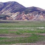 Landmannalaugar - die farbigen Berge kommen durch Rhyolith zustande