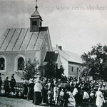 Einweihung der Haselbacher Kapelle am 15.8.1932. Das Kirchlein sollte nur 20 Jahre stehen. Seit 1992 findet alljährlich eine Andacht statt.