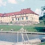 Hotel Herzogau mit Schwimmbad, heute Diensthundeschule der Polizei.