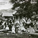Arme Großfamilien, hier in Althütten (Stará Hut'), stellten Holzschachteln her.