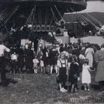 """Der """"Prater"""" beim Patrozinium 1939 (Ortsausgang, Wilhelmshof), im letzten Friedensjahr."""
