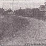 """Der Kontrast, buchstäblich """"die Kehrseite"""": Das Armenhaus (Nr. 8, """"Hejthaisl"""") im Oberdorf, 1935 abgerissen."""