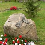 Im Ort Díly selbst wurde ein weiterer Gedenkstein errichtet.