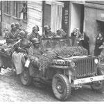 Jeep des 38th Infantry Regiments in Taus (Domažlice) am 5.5.1945. Derselbe Typ fuhr am 1.5. bei Díly über eine Mine, sieben US-Soldaten starben.