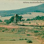 Straße Haselbach-Wassersuppen um 1955. Über dem Wachturm wäre Mauthaus (Mýtnice) zu sehen - der Gemeindeort ist schon abgerissen.