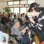 NHKの歌番組にも出演される、歌手の市川由紀乃さんが来てくださいました。