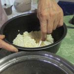 2 炊飯器でご飯と米麹を合わせる