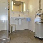 moderne Dusche, bodeneben