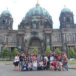 Devant la cathédrale de Berlin.