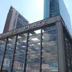 Devant la Portdamer Platz.