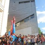 Devant le musée Juïf.
