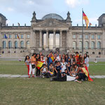 Devant le Reichstag.