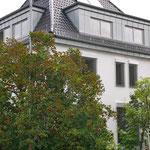 Gedämmtes , verputztes und gestrichenes Gebäude