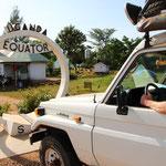 Auf dem Weg zum Lake Bunyonyi passieren wir zum ersten Mal den Äquator