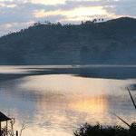 Lake Bunyonyi im Abendlicht