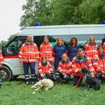 Einige Damen und Herren mit Hunden der Rettungshundestaffel der Johanniter-Unfall-Hilfe Oberberg (längst natürlich nicht alle )