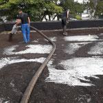 Aufblasen Dachsubstrat extensive Dachbegrünung Garten- und Landschaftsbau Gröne