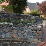 Piesberger Natursteinmauer Hochbeet zur Hofseite