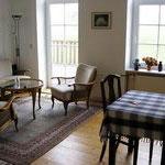 1: Wohn und Essbereich mit Balkonzugang