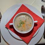 Suppe: Geröstete Mandelsuppe mit Sultaninensirup